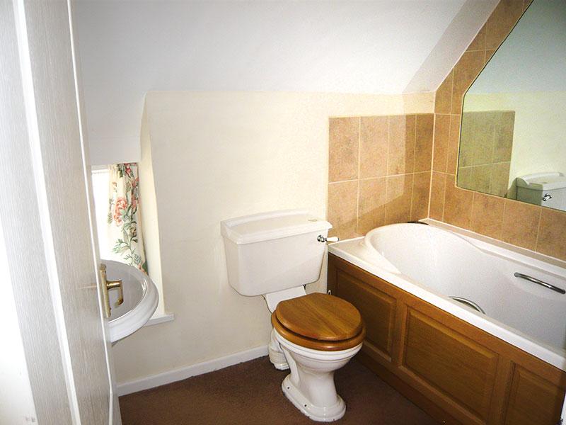 http://www.mantonlodge.co.uk/wp-content/uploads/2014/04/v-bathroom-1.jpg
