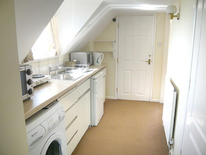 http://www.mantonlodge.co.uk/wp-content/uploads/2014/04/v-galley-kitchen.jpg