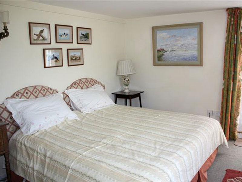 http://www.mantonlodge.co.uk/wp-content/uploads/2014/06/new-garden-bedroom.jpg