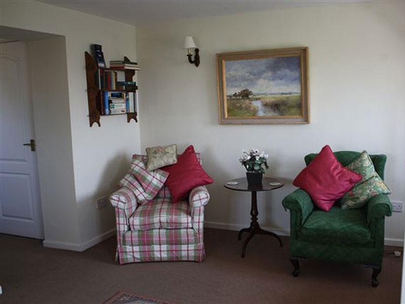 http://www.mantonlodge.co.uk/wp-content/uploads/2014/06/new-valley-sitting3.jpg
